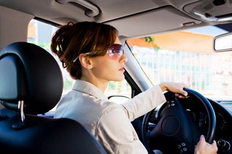 5 วิธีลดความเสี่ยงเมื่อผู้หญิงต้องขับรถคนเดียว